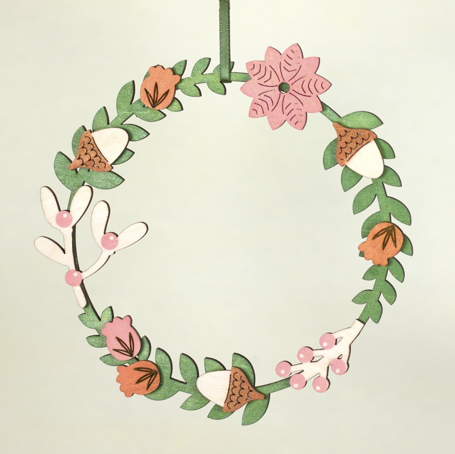 Wooden wreath with an autumnal theme made using Pearlescent Thyme, Pink Grapefruit and Pearlescent Rust ink pads.