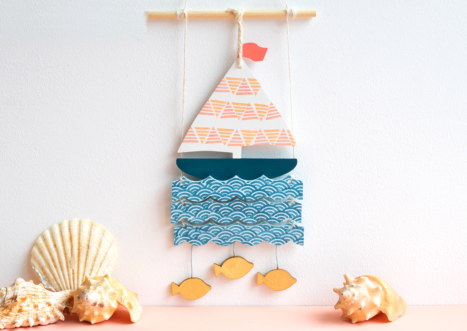 artcuts wooden boat wall hanging